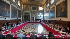 Венецианската комисия: Някой независим трябва да може да разследва Цацаров