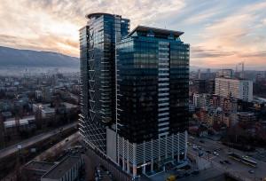 Европейският инвестиционен фонд, ОББ и Европейската комисия разширяват сътрудничеството си, за да отключат възможност за предоставяне на 767 млн. евро за български ММСП