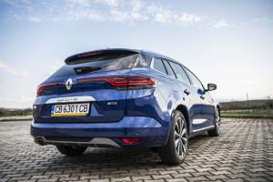 Тестдрайв: новият Renault Megane – забележителен отвън, но зрял по душа