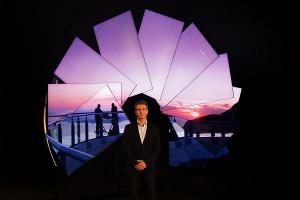Новаторското и завладяващо изживяване от Samsung и художника Майкъл Мърфи разкрива нова перспектива за визуално забавление със зашеметяващо тънкия телевизор Neo QLED