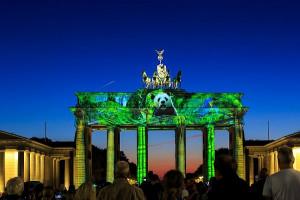 Над 30 светлинни инсталации, създадени от българско студио, преобразяват Берлин, по време на 15-ия